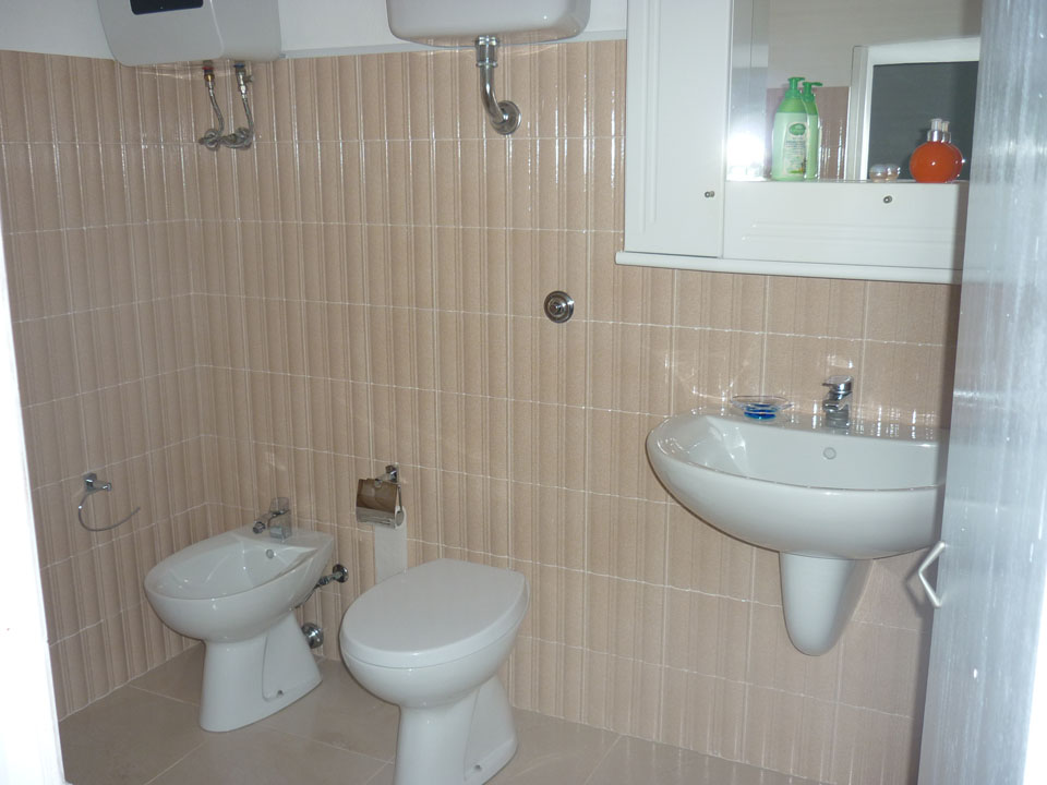 Bagno interno camera 2